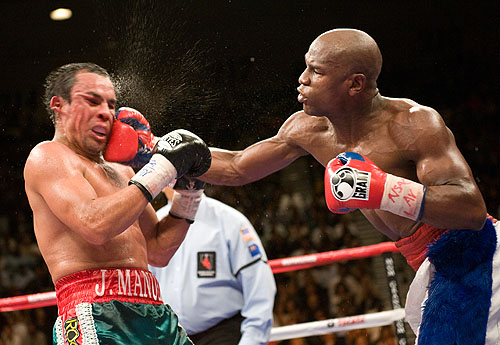 Mayweather decisions Marquez