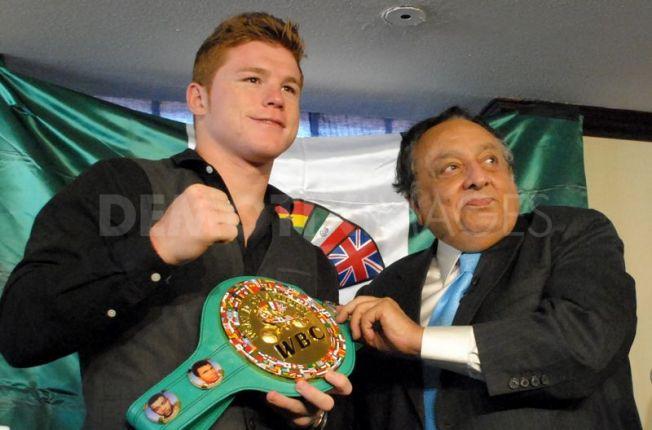 Saul-Alvarez-receive-officially-WBC-world-title-belt