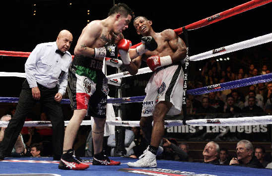Rios putting the pressure to Miguel Acosta