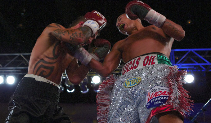 Martinez wins twelve rounder against Serrano